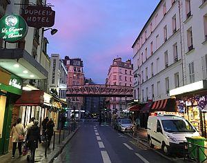 Die Rue de Lourmel mit Blick auf die Pariser Metro, gleich neben dem Studiengang MECIC © Rosa Lena Bösl