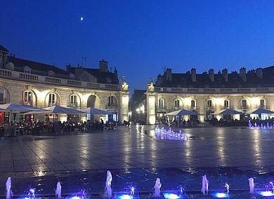 Der Place de la Liberation vor dem Rathaus in Dijon ist 10 Gehminuten vom Campus entfernt © Louise Knauer