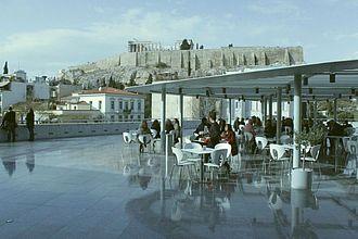 Museumsrestaurant mit Blick auf die Akropolis © HTW Berlin / Tobias Nettke