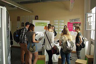 Besucherinnen und Besucher beim Panda-Projekt. © HTW Berlin / Tobias Nettke