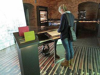 Besucherin im Chopin-Museum © HTW Berlin / Tobias Nettke