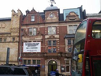 Am ersten, dritten und vierten Tag war zwischendurch Zeit für den Besuch der Whitechapel Gallery. Dort besuchten einige die museologisch sehr spannende Ausstellung der Künstler_innengruppe Guerrilla Girls © HTW Berlin / Tobias Nettke