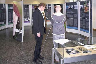"""Ausstellung zum """"Tamara-Bunke-Projekt"""" in Raum 403. © HTW Berlin / Jürgen Feige"""