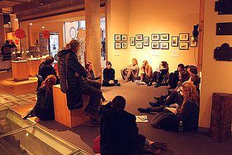 Gespräch im Hackney Museum über das Management des Learning Programmes, der partizipativen Sonderausstellungen, community work, outreach. © HTW Berlin / Tobias Nettke