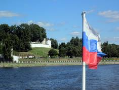 Exkursion 2011: Blick von der Wolga auf die ehemalige Klosteranlage in Kostroma