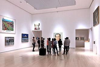 Besucher*innen im Ludwig Múzeum für zeitgenössische Kunst. © HTW Berlin / Dan Chen