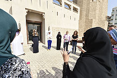Teilnehmer_innen während einer Führung durch das Fort al Hisn im historischen Zentrum von Sharjah © SAWA Museum Academy