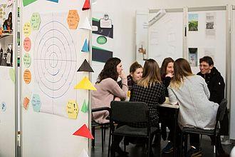 Besucher*innen erhalten einen Eindruck von der Lehre. © HTW Berlin / Camilla Rackelmann