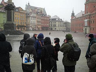 Stadtführung über den Marktplatz der Altstadt in Warschau © HTW Berlin / Tobias Nettke