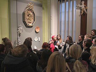 Am vierten Tag stand der Besuch mit Führungen und zahlreiche Gespräche mit Mitarbeiter_innen des Victoria and Albert Museum auf dem Programm © HTW Berlin / Tobias Nettke